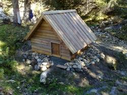 Pokrov jaška v obliki hiške
